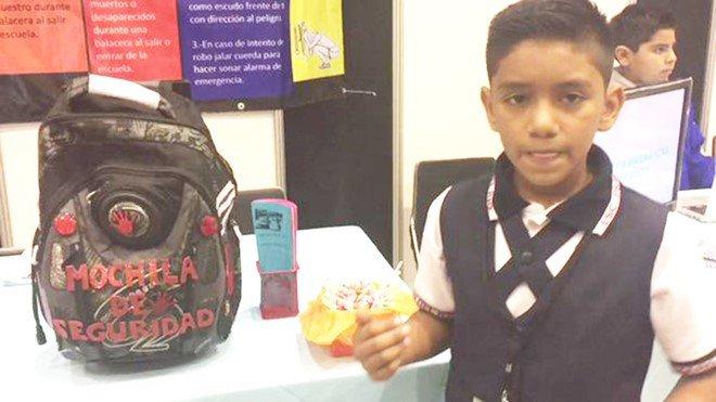 Cậu học sinh 11 tuổi phát minh ba lô chống đạn