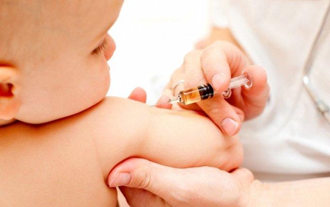 Dấu hiệu trẻ bị biến chứng sau tiêm văcxin cần lưu ý