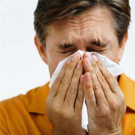Cẩn trọng với bệnh viêm phổi ở người già khi giao mùa