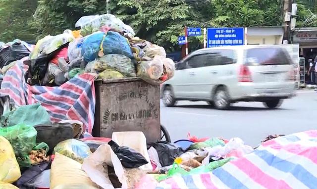 Người dân khổ sở vì sống chung với rác