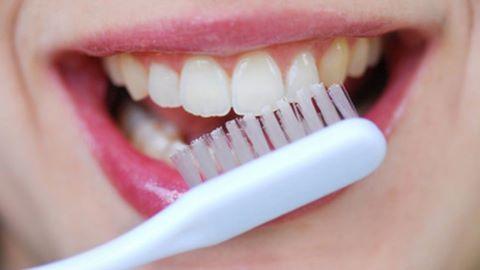 Cách sử dụng bàn chải đánh răng gây hại cho sức khỏe